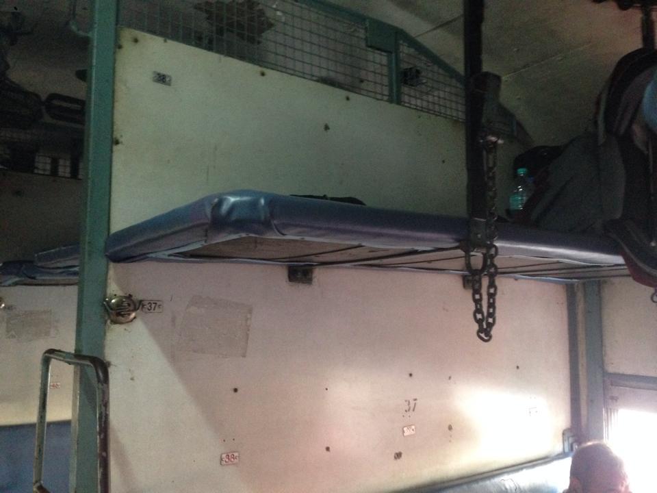 0922_寝台列車のベッド2