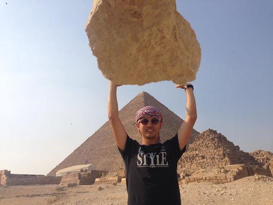 1021_ピラミッドと岩