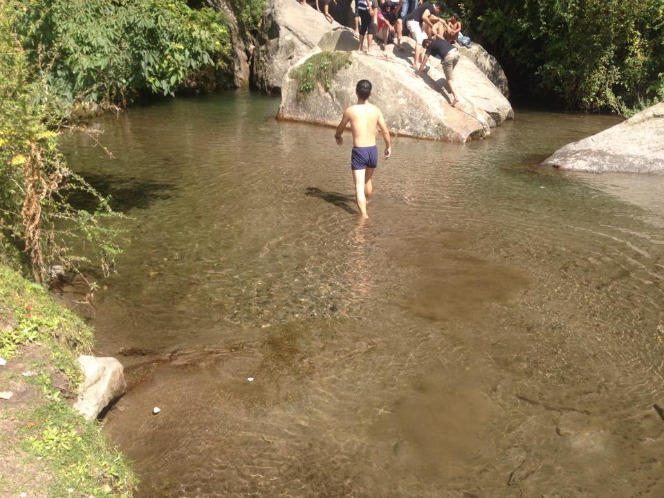 0928_滝で泳いできた