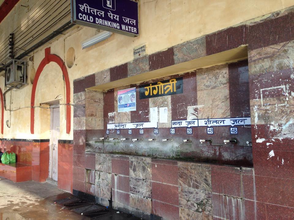 0923_ムガルサライ駅のきれいな水