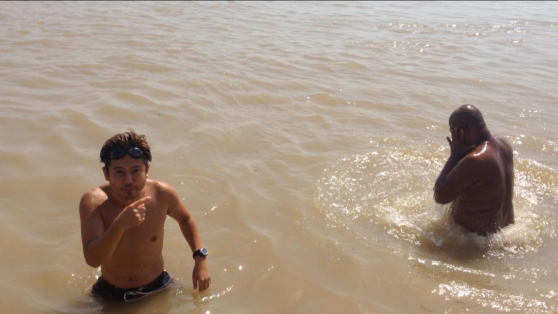 0924_ガンジス川で沐浴
